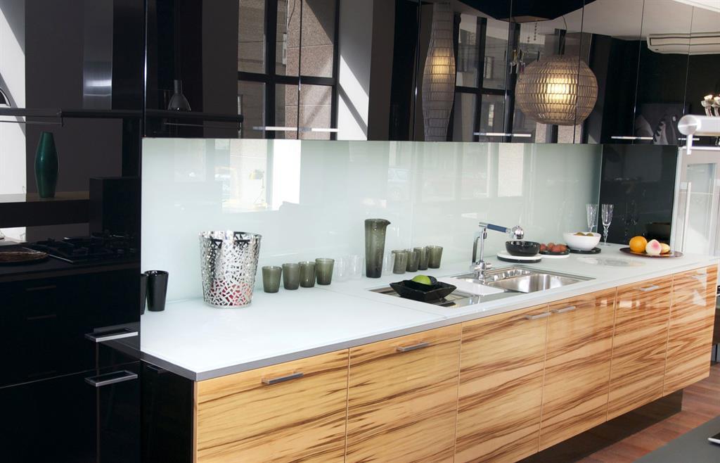 Meuble haut cuisine gris blanc - Idée pour cuisine