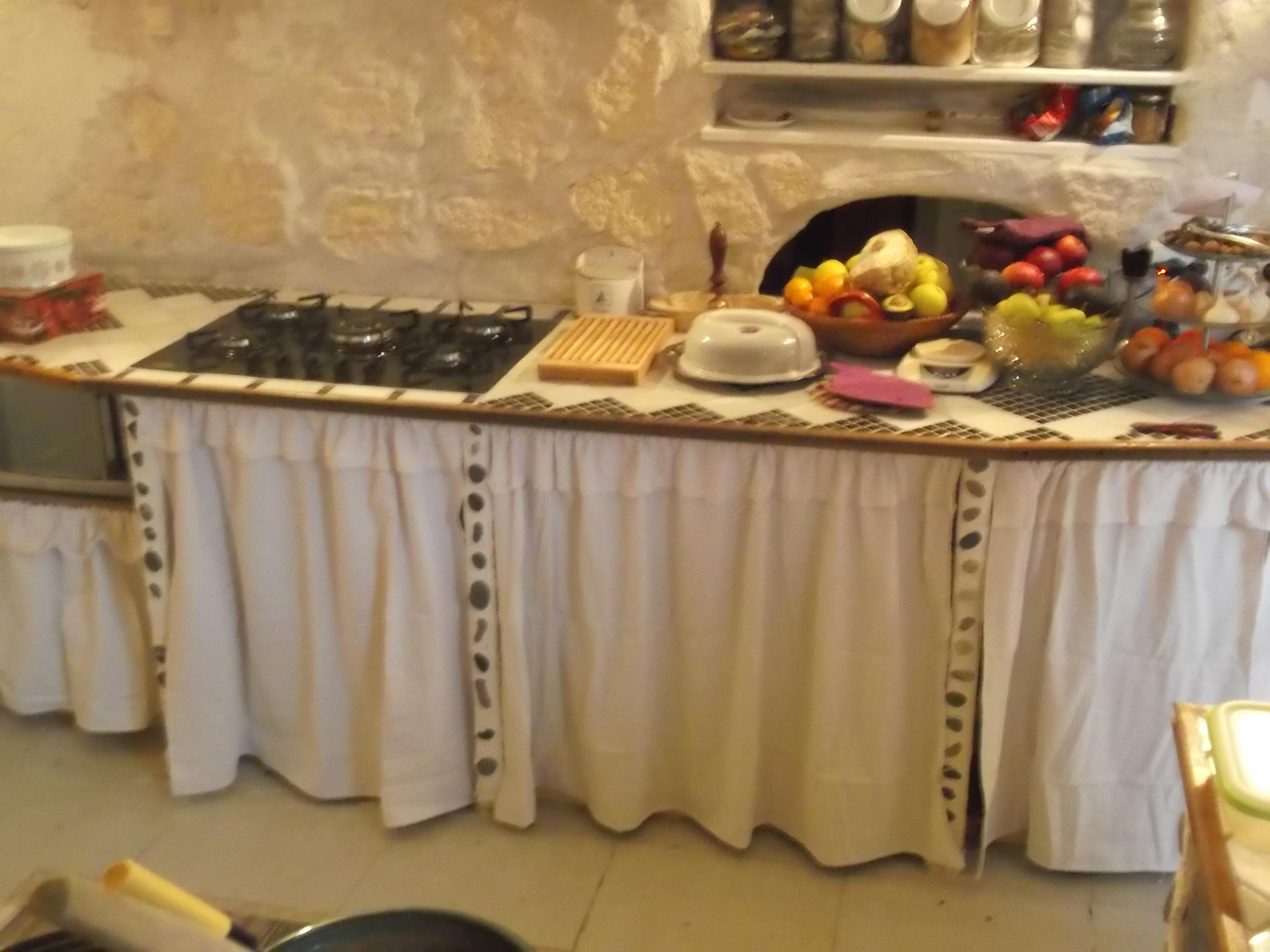 Meuble de cuisine avec rideau id e pour cuisine - Rideau meuble bas ...