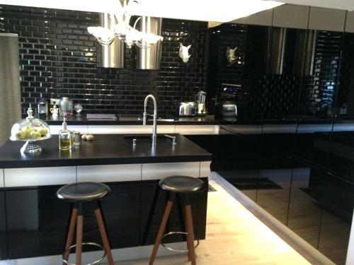credence carrelage noir mat id e pour cuisine. Black Bedroom Furniture Sets. Home Design Ideas