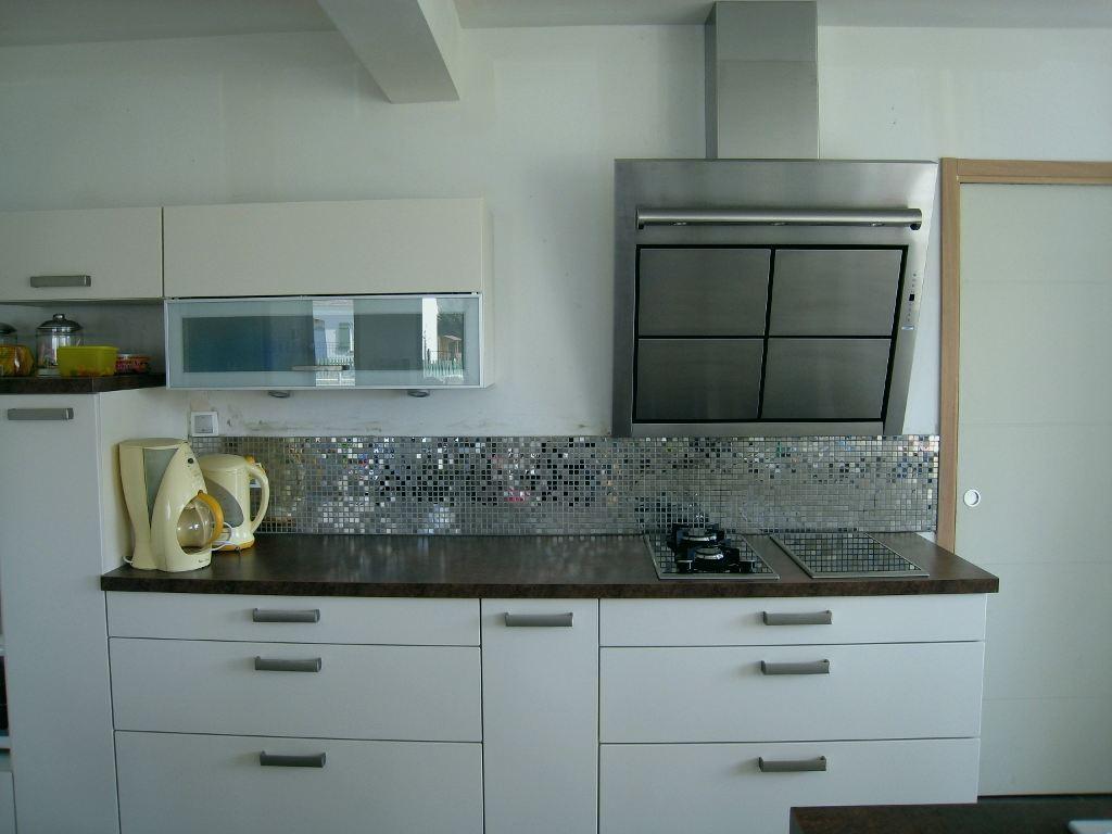 cuisine avec credence en carreau de ciment id e pour cuisine. Black Bedroom Furniture Sets. Home Design Ideas