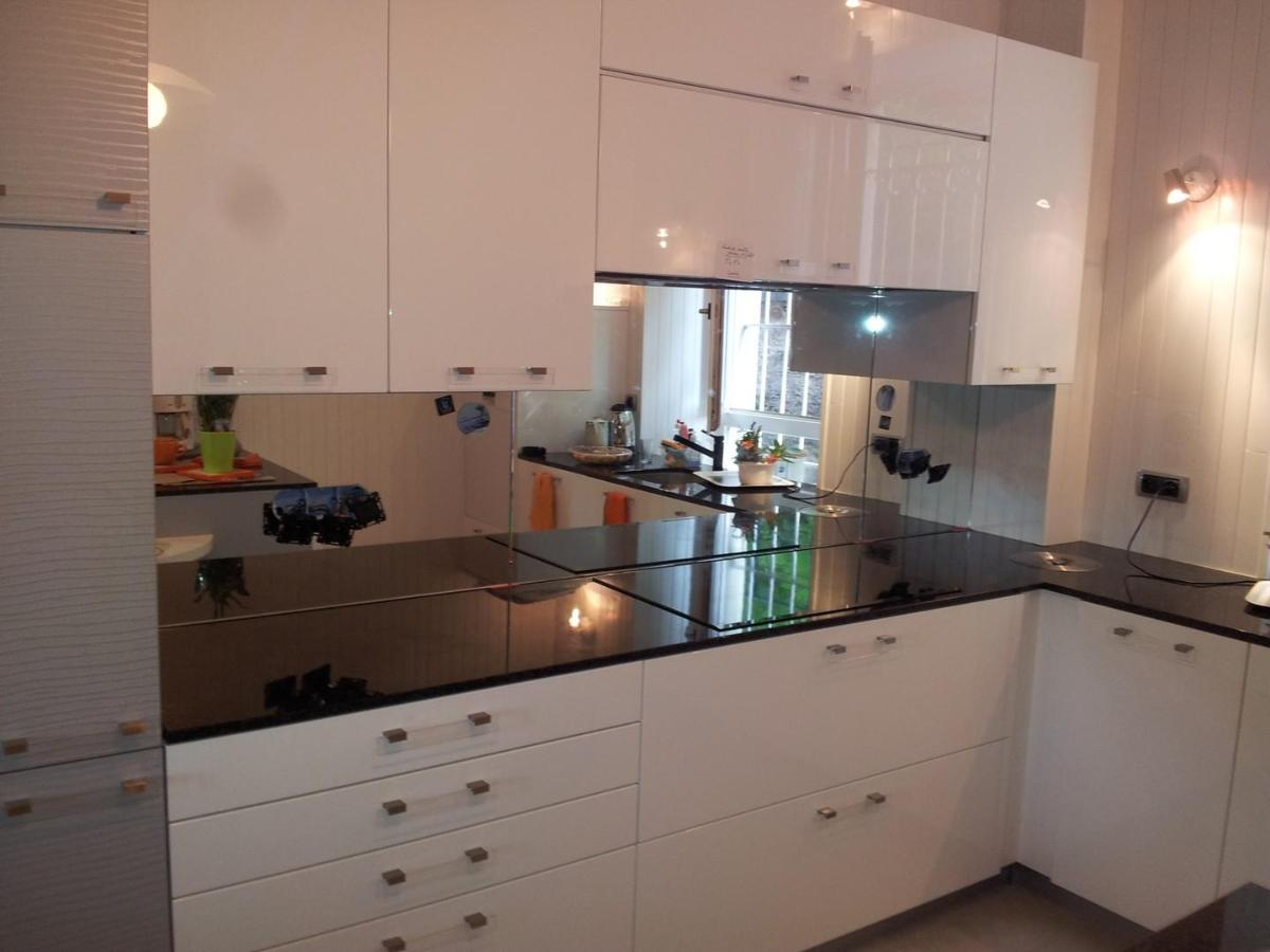 credence miroir blanc id e pour cuisine. Black Bedroom Furniture Sets. Home Design Ideas