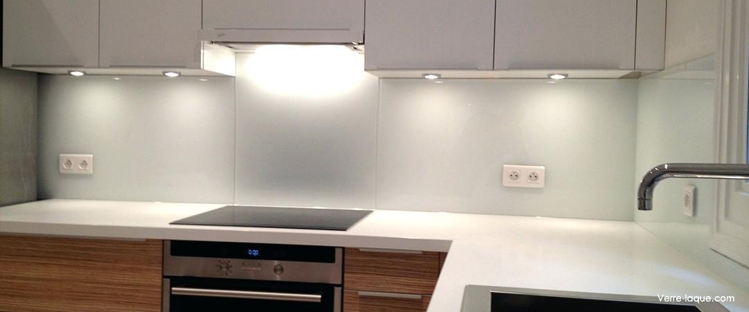 cr dence cuisine en verre blanc id e pour cuisine. Black Bedroom Furniture Sets. Home Design Ideas