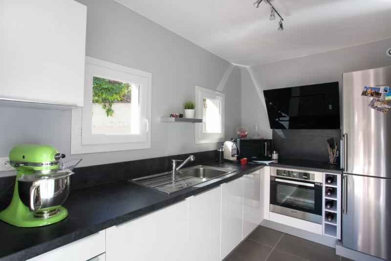 renovation cuisine noir et blanc id e pour cuisine. Black Bedroom Furniture Sets. Home Design Ideas