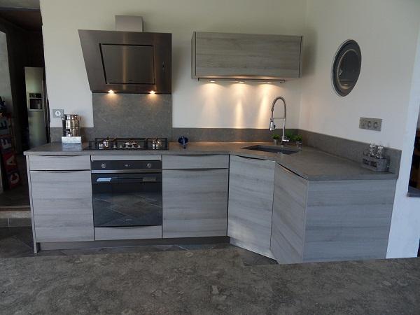 cr dence cuisine en verre design id e pour cuisine. Black Bedroom Furniture Sets. Home Design Ideas