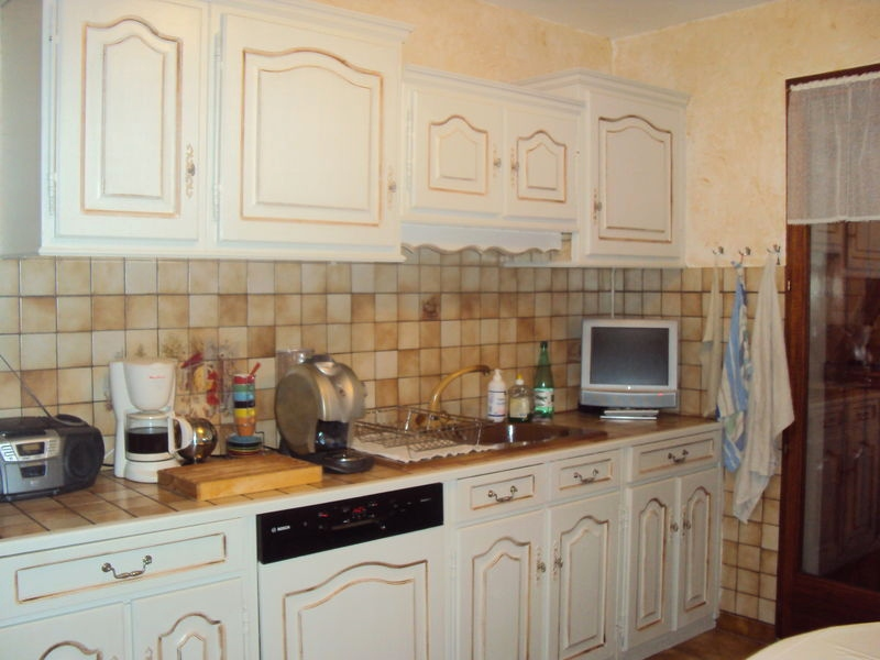 Relooker une cuisine rustique en blanc